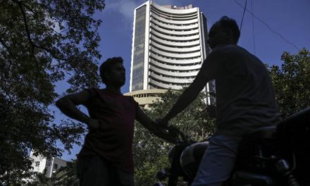 India Stocks Rise as Investors Turn Attention to Fiscal Spending