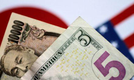 Dollar holds gains vs Yen, virus risks dominate